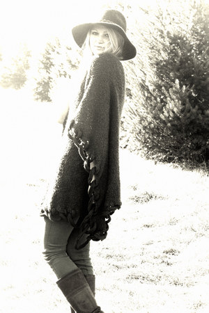 El Quetzal cape - Frye boots - Rich and Skinny jeans - Urban Outfitters hat