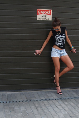 black no name t-shirt - blue Stradivarius shorts - black deezee heels