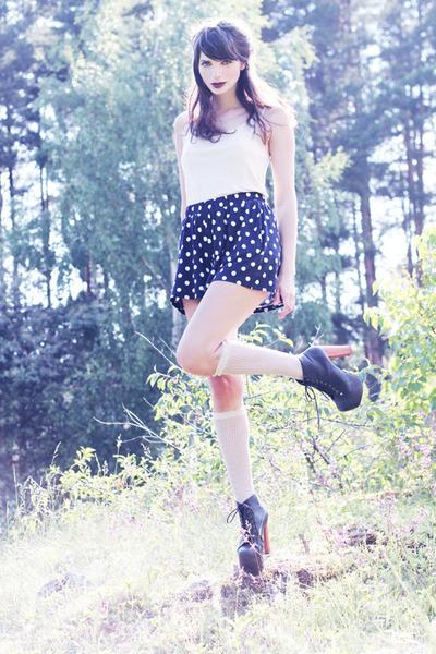 navy polka dot weekday shorts - off white knee high lindex socks