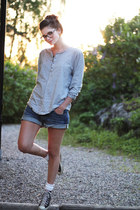 heather gray shirt - blue loose fit denim H&M shorts - light pink Converse Allst