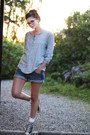 Heather-gray-shirt-blue-loose-fit-denim-h-m-shorts-light-pink-converse-allst