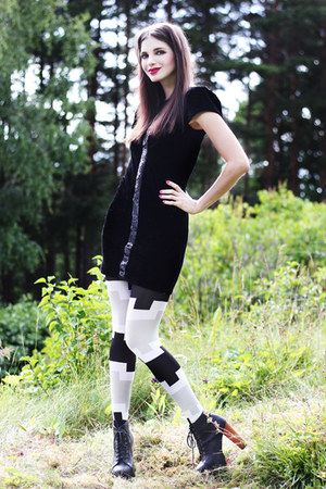 black Rodebjer dress - silver graphic print unknown brand tights