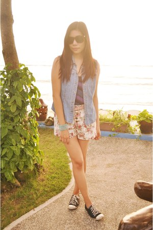 blue denim vest - cream high waisted shorts - sunglasses