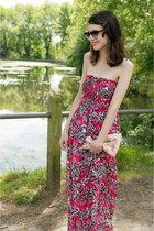 red maxi dress new look dress - beige linen clutch Etsy bag - red Etsy earrings