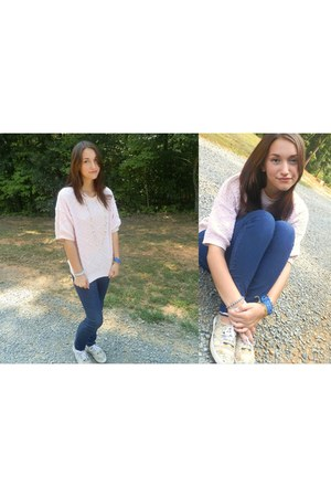 nude sneakers - navy denim spandex jeans - light pink sweater - ivory necklace