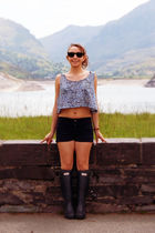American Apparel top - American Apparel shorts - Ray Ban sunglasses - Hunter boo