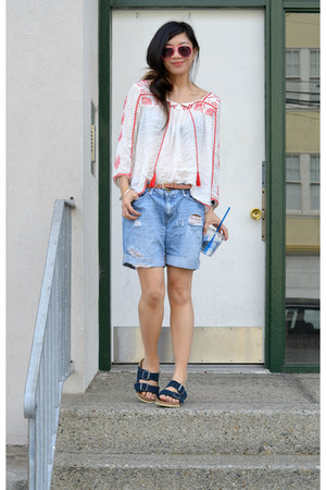 Forever 21 shirt - distressed Forever 21 shorts - arizona Birkenstock sandals