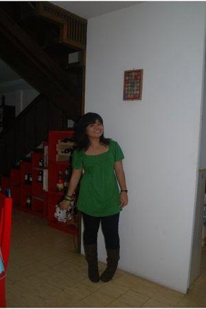 green blouse - black leggings - brown boots