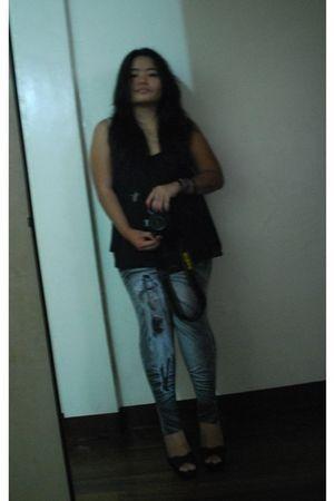 black random from Bangkok blouse - gray random from Bangkok leggings - black Peo