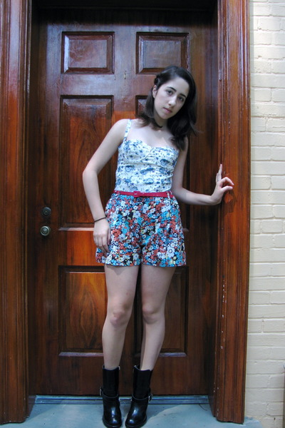 Topshop top - Topshop shorts - H&amp;M belt - Chloe boots