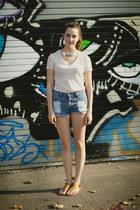 blue diy shredded vintage shorts - beige BDG t-shirt