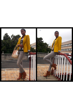 mustard blazer - tawny boots - ivory t-shirt - heather gray pants