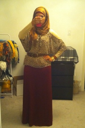 brick red jersey skirt - light brown top - gold spikes bracelet