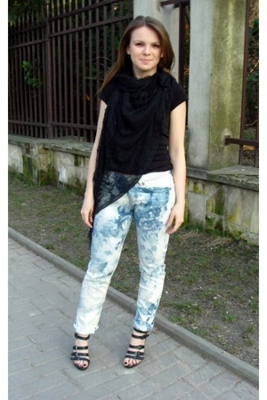 H&M t-shirt - vintage accessories - jeans - Graceland shoes