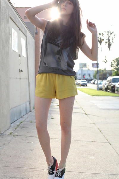 black Jeffrey Campbell shoes - mustard BCBGeneration shorts