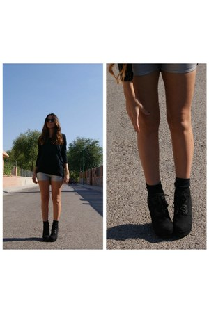 black Zara t-shirt - heather gray H&M shorts - black Primark wedges