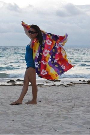 red sarong scarf - black shorts - dark brown Wayfarer sunglasses - turquoise blu