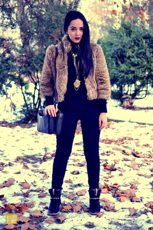 black Zara jeans - camel faux fur Stradivarius coat - black Zara bag
