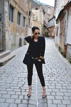 vintage Vertigo blazer - ripped Zara jeans - Zara sandals - H&M belt - Zara top