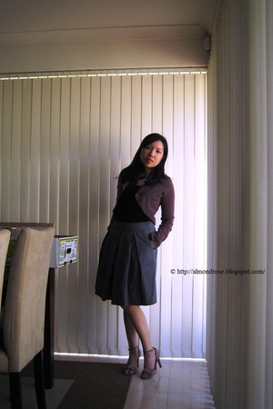 black top - gray seed skirt - brown g2000 cardigan - beige Vincci shoes