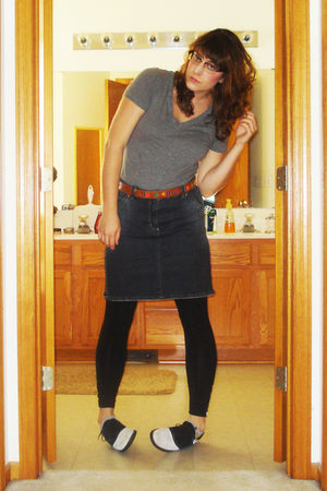 gray Target t-shirt - brown vintage belt - black hand-me-down skirt - black zipp