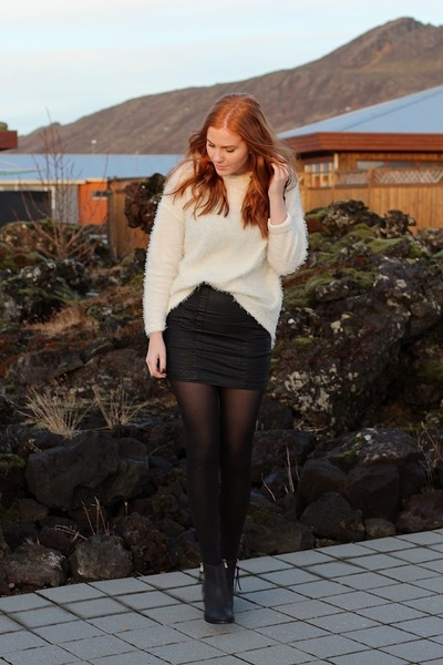 white furry MIAMASVIN jumper - black quilted Oasis skirt