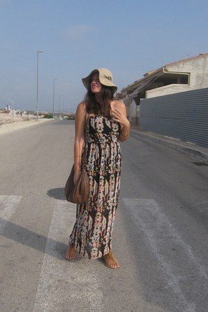 H&M hat - Stradivarius dress - Mustang sandals