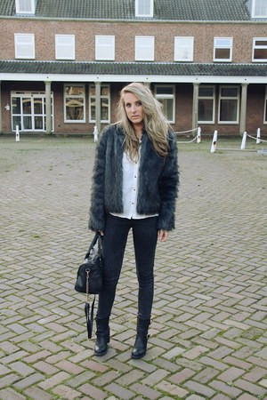black fake fur New Yorker coat - black biker boots Axi Schoen boots