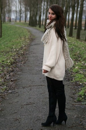 beige vintage sweater