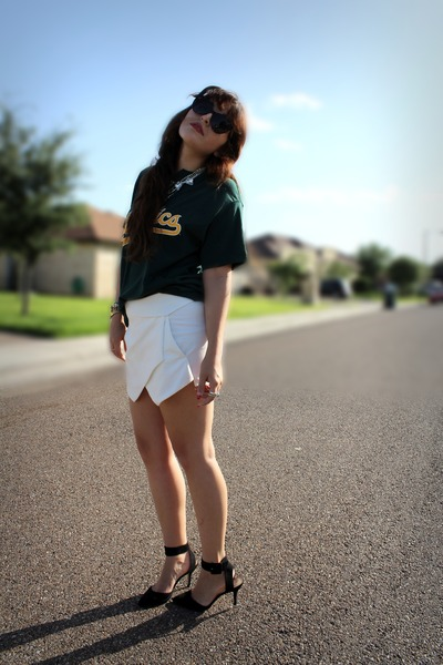 white Zara shorts - dark green vintage shirt - black Zara heels