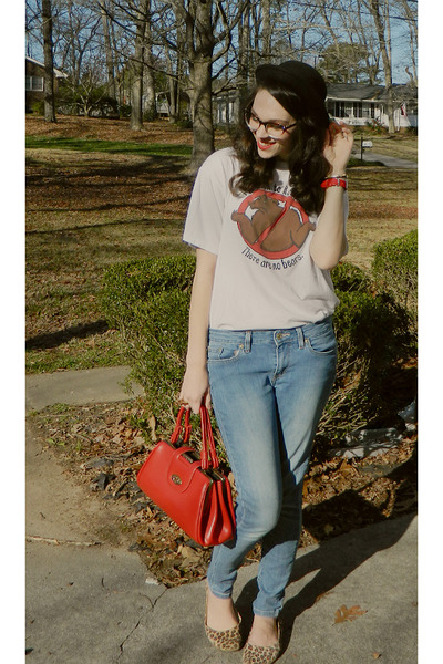 white bear t-shirt - sky blue style 535 Levis jeans - red inherited purse