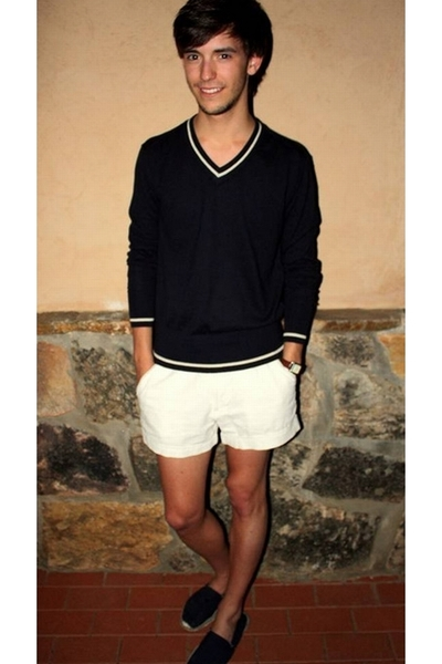 Zara sweater - Greencoast shorts
