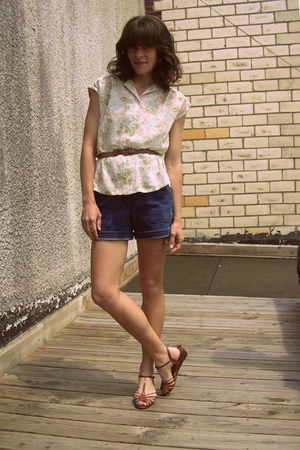 vintage blouse - thrifted shorts - thrifted shoes