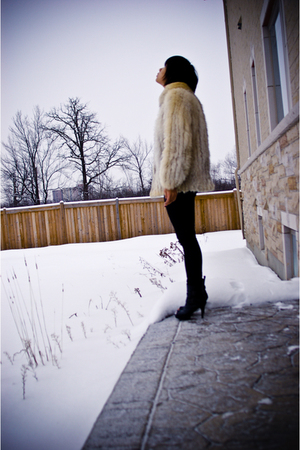 white vintage coat - black Forever21 jeans - Forever21 shoes