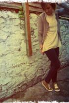 eggshell Gap vest - dark gray vintage jeans - camel Gap cardigan