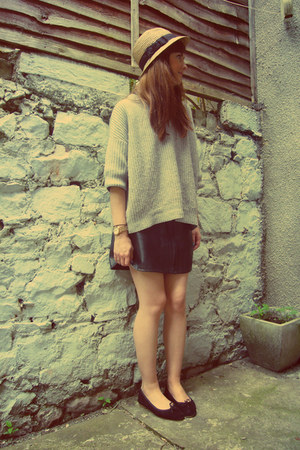 black leather vintage skirt - heather gray slouchy Gap jumper
