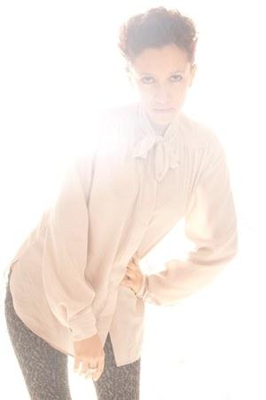 heather gray Bershka leggings - peach vintage blouse