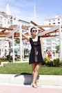 Black-thrifted-dress-red-giant-vintage-sunglasses-white-chicwish-sandals