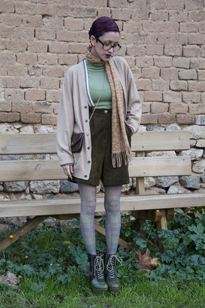 forest green amintaonline boots - tan riverside coat