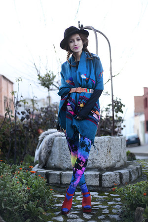 blue poncho Now I Style cardigan - black vintage hat