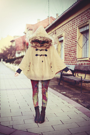 tan Now I Style cape - dark brown Vogue boots - hot pink Daddyz leggings