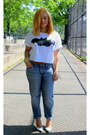 Blue-boyfriend-jeans-gap-jeans-white-crop-top-forever-21-shirt