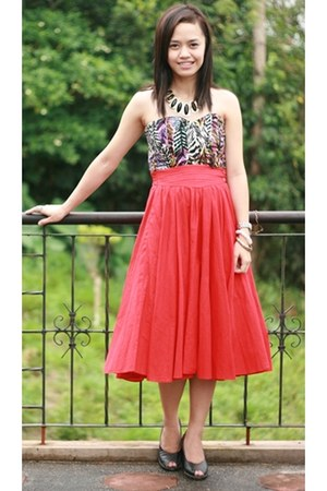 ruby red skirt - black cotton on dress - black Nine West heels