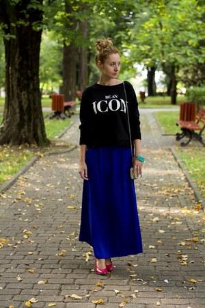 blue maxi skirt Stradivarius skirt - black pull&bear sweatshirt