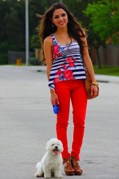 navy top - brown bag - red pants - brown heels