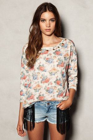 sky blue fringed denim shorts - off white Pull & Bear sweatshirt