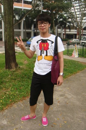 disneyland hongkong t-shirt - H&M glasses - Whitestag shorts - giordano bag - Ru