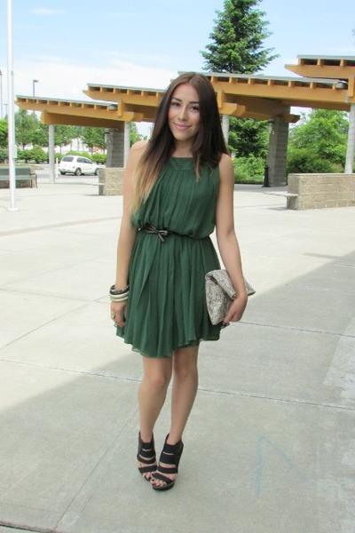 dark green Maggy London dress - beige bag - black heels