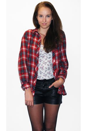 black Uni Qlo shorts - red lindex shirt - white GINA TRICOT top
