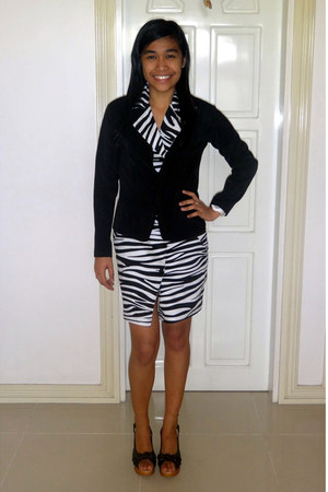 white Rich and Famous dress - black blazer - black wedges